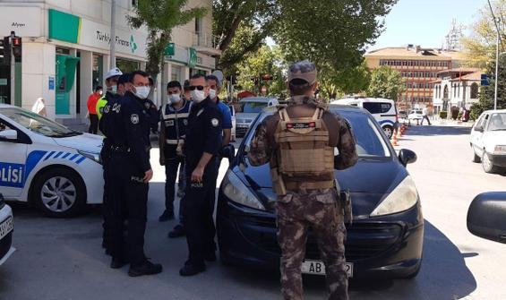 Tartıştığı polisi çekti, gözaltına alındı