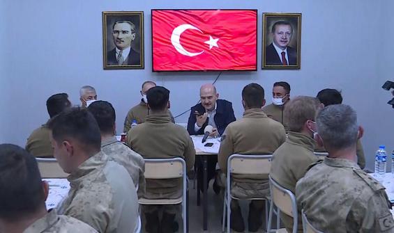 Cumhurbaşkanı Erdoğan Mehmetçikle bayramlaştı
