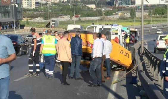 Zincirleme kazada taksi takla attı!
