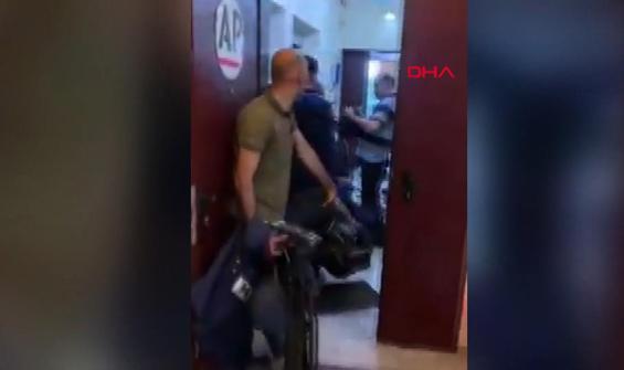 İsrail'in vurduğu binadan gazeteciler işte böyle kaçtı