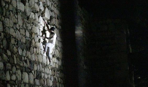Polis kale duvarında böyle yakaladı
