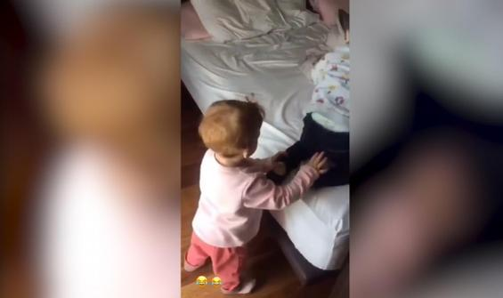 İkiz bebeklerin kısır döngüsü izleyenleri gülümsetti
