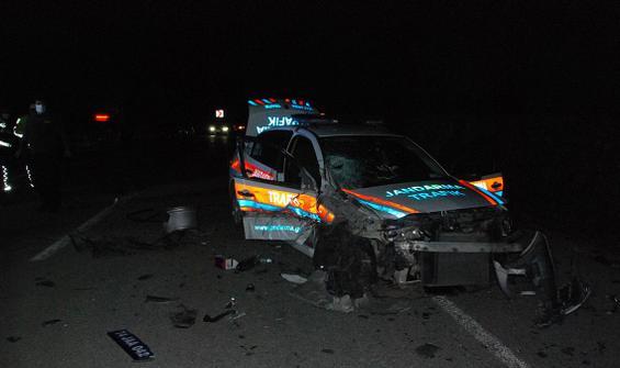 Jandarma aracıyla kafa kafaya çarpıştı: 2'si asker 4 yaralı