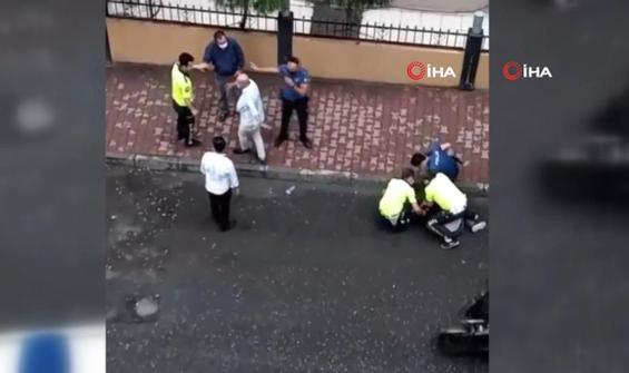 Yolda duran araçlara çarptı, araç sahiplerine bıçak çekti