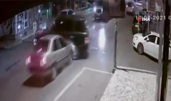 Cip ile otomobil böyle çarpıştı!