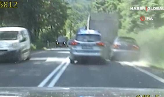Polis kaçan firariyi aracına çarparak durdurabildi!