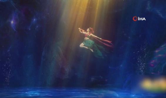 Destansı dans gösterisi için su altında 26 saat