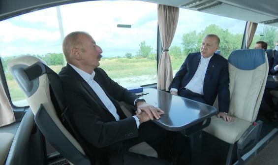 Aliyev ve Erdoğan aynı otobüste!