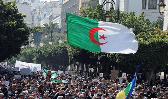 Cezayir'de genel seçimin galibi belli oldu