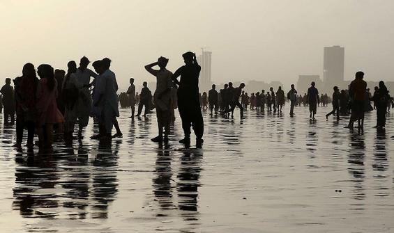 Sıcaktan bunalınca plaja akın ettiler, salgın unutuldu