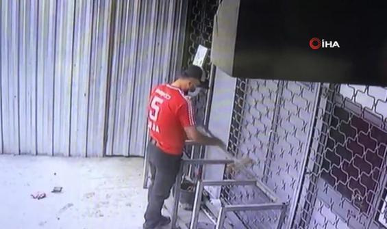 Tezgahı çalmadan önce tozunu alan hırsız kamerada