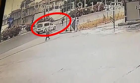 Otomobil böyle çarptı! Metrelerce havaya uçtu