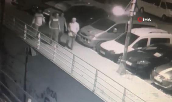 Köpeğe pompalı tüfekle saldıran şahıs kamerada
