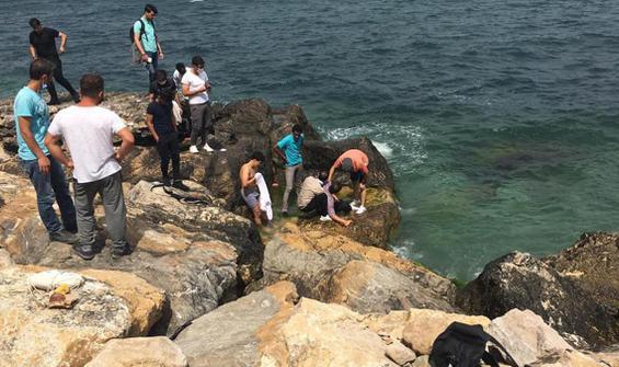 Selfie çekerken denize düştü, vatandaşlar kurtardı