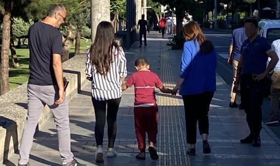 İşaret diliyle ihbarda bulundu,  3 çocuğu polis kurtardı