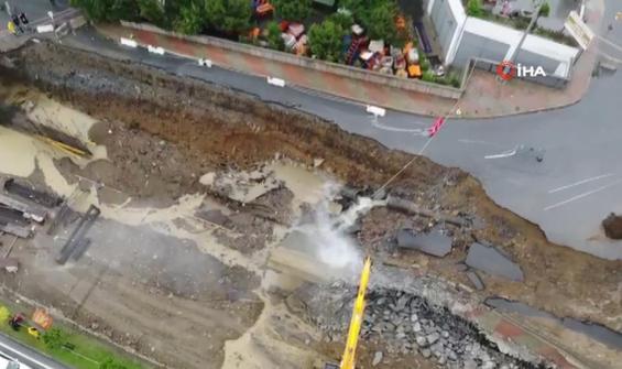 Sağanak yağış nedeniyle Başakşehir'de yol çöktü