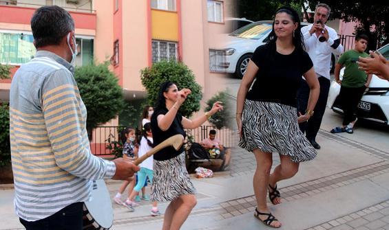Adana'da boşanma davasını kazanan kadın, davul zurnayla kutladı! Çalgı  ekibi de şaşkına döndü