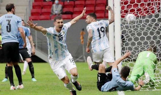 Arjantin, Uruguay'ı devirdi