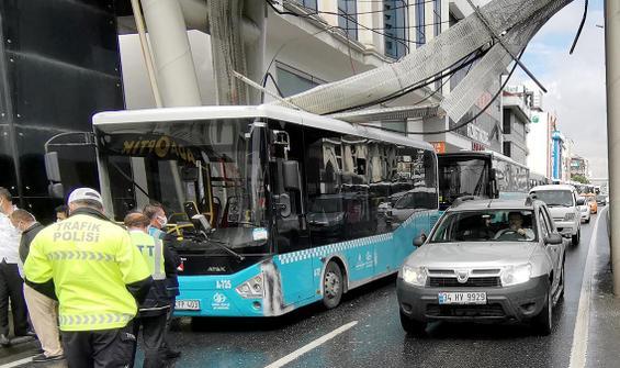 Halk otobüsünün üstüne elektrik kabloları düştü