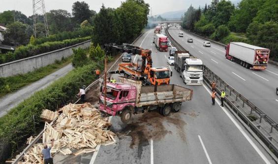 TEM'de feci kaza! 13 araç birbirine girdi