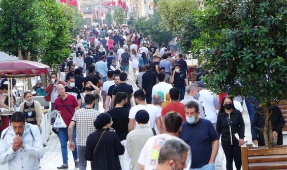İstiklal Caddesi kısıtlama günü doldu taştı!
