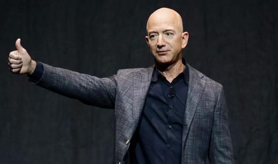 Bezos'un uzay yolculuğuna 18 yaşında bir genç de katılacak