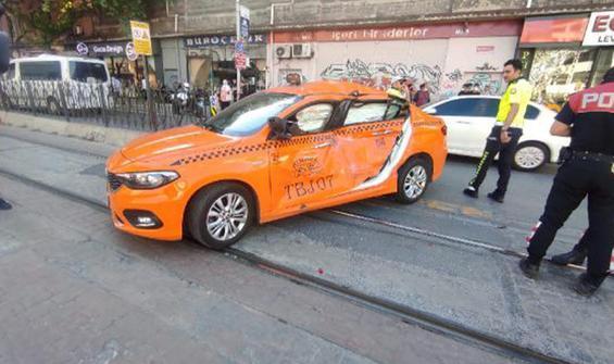Karaköy'de tramvay yolunda kaza! Seferler durdu
