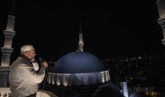 Saat 00.13'te tüm camilerden sela okundu