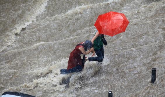 Bunaltıcı sıcaklara 3 gün ara! Kuvvetli yağış bekleniyor