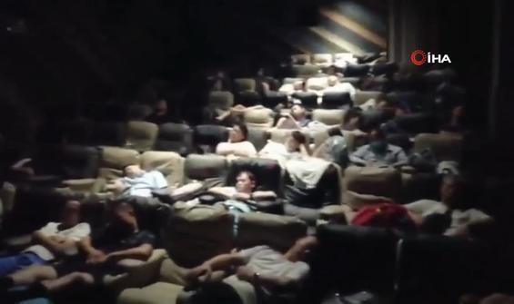 Sinema salonunu barınma merkezine dönüştürdüler