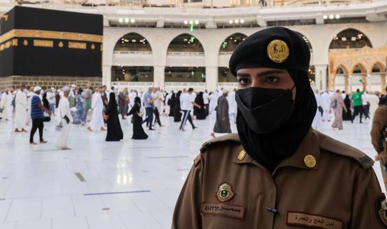 Suudi Arabistan'da bir ilk daha! Hac sırasında görev aldılar