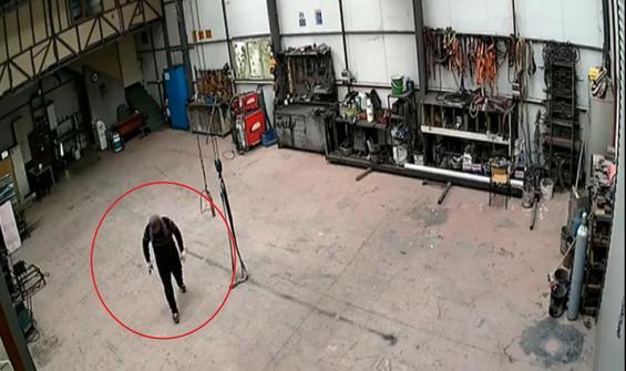 Alarm çalınca paniğe kapılan hırsız