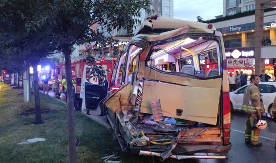 Minibüs kaza yaptı! Çok sayıda yaralı var