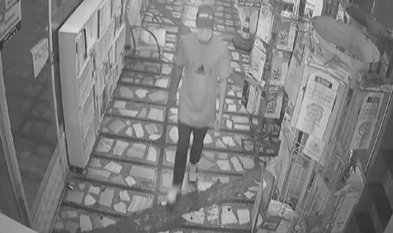 Tahralı hırsız güvenlik kamerasına yakalandı