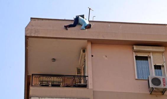Çatıda 7 saatlik intihar teşebbüsü
