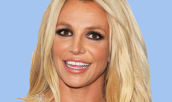 Britney Spears üstsüz pozlarıyla sınırları zorladı