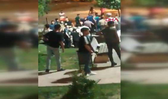 Çocukların kavgasına aileler katıldı, park savaş alanına döndü