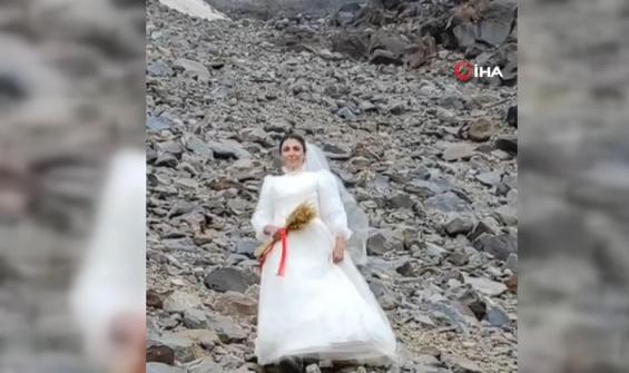 Protesto için Ağrı Dağı ile evlendi