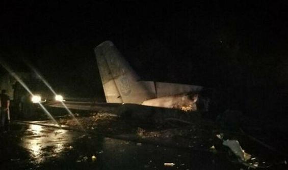 Ukrayna'da küçük uçak evin çatısına düştü!