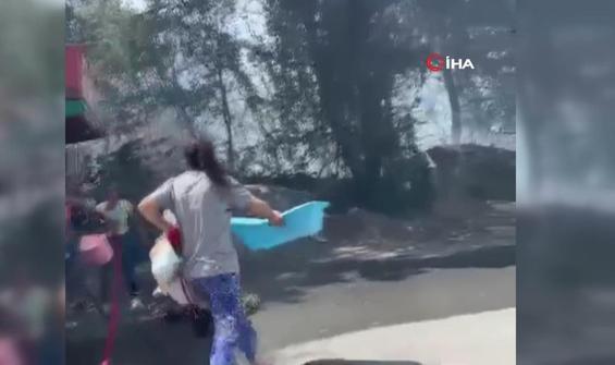 Vatandaşlar hortum ve leğenlerle yangınla mücadele etmeye çalışıyor