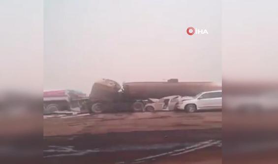 Kum fırtınası zincirleme kazaya sebep oldu: 2 ölü, 14 yaralı