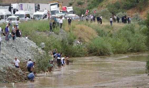 Binlerce balık öldü, onlar balıklar için birbiriyle yarıştı!