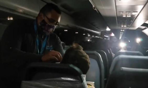 Havada panik: Saldırgan yolcuyu koltuğa bantladılar!