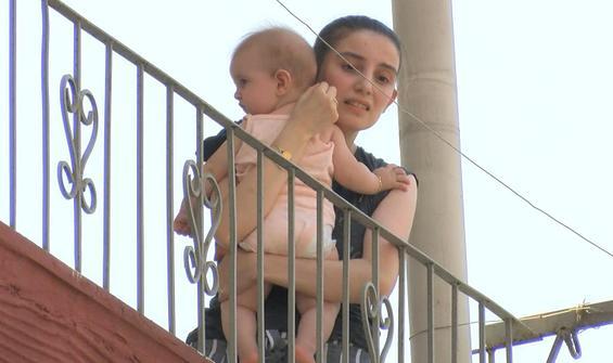 Yangında bebeğiyle kurtarılmayı böyle bekledi