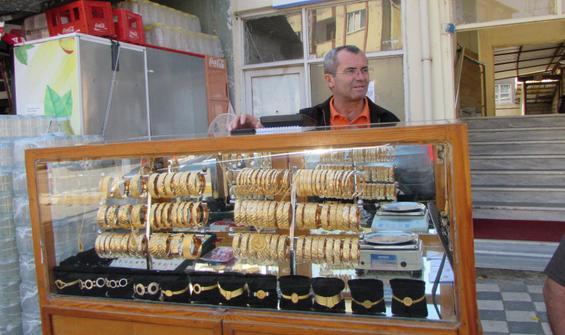 Simit satar gibi altın bilezik satıyor!