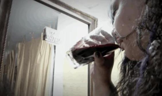 10 yılda 23 küvet dolusu kan içti