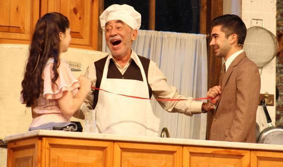 Usta oyuncu Şener Şen meydan tiyatrosunda