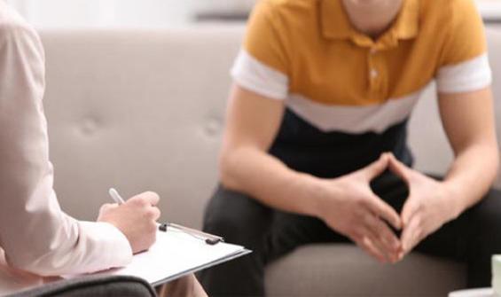 Üç çocuk annesi psikolog, 17 yaşındaki danışmanıyla....