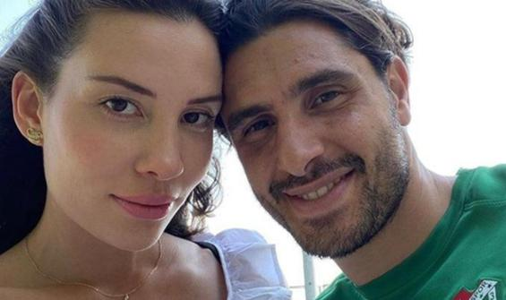 Ünlü futbolcunun boşanma gerekçesi şoke etti!