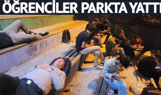 İstanbul'da kalacak yer bulamayan öğrenciler parkta yattı
